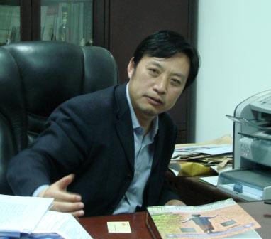 包满珠教授在自己的办公室接受本报记者采访