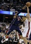 图文:[NBA]骑士胜篮网 卡特篮下妙处