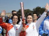 图文:北京奥运火炬在旧金山传递 加尔佩林传递