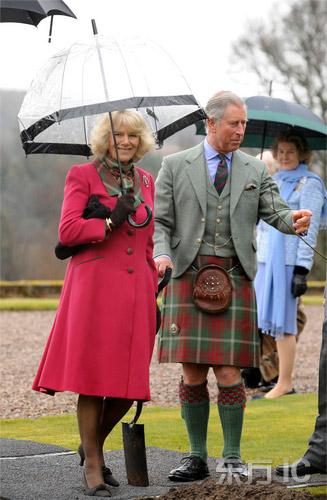 查尔斯王子穿裙子游苏格兰