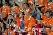 图文:[中超]深圳0-0陕西 深圳球迷敲锣打鼓