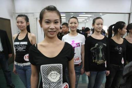2008北京奥运会开闭幕式礼仪引导员大连地区选拔活动进行了初试和复试