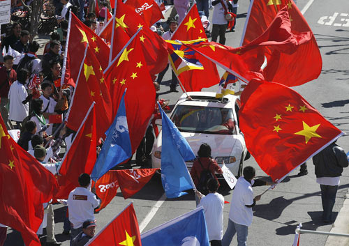 """在美华人力挺北京奥运——正义的""""红旗之师"""""""