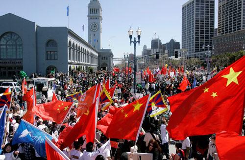 """在美华人力挺北京奥运——""""红旗之师""""遍布"""