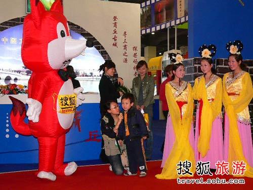 搜狐旅游在商丘展台进行的奥运互动活动 06