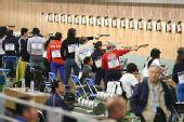 图文:女子10米气手枪比赛 比赛现场特写