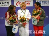 图文:女子10米气手枪决赛 冠亚季军齐集一堂
