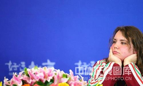 图文:女子10米气手枪决赛 亚军桑卡在发布会上