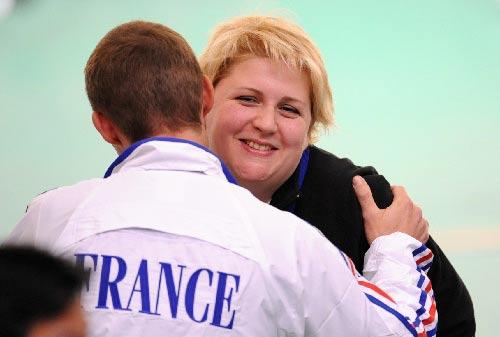 图文:女子10米气手枪决赛 法国枪手幸运夺冠