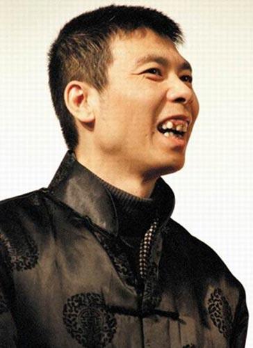 冯小刚以其独特的冯氏幽默倡议大家一团和气迎奥运