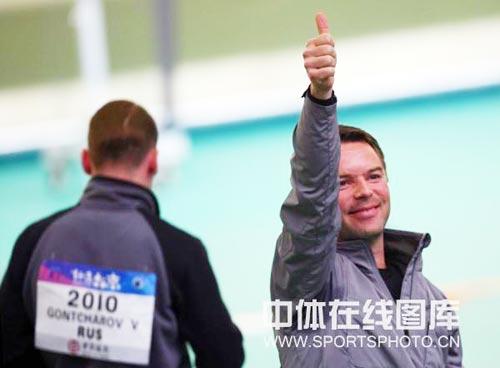 图文:[射击]男子10米气手枪 迪穆兰夺冠后庆祝