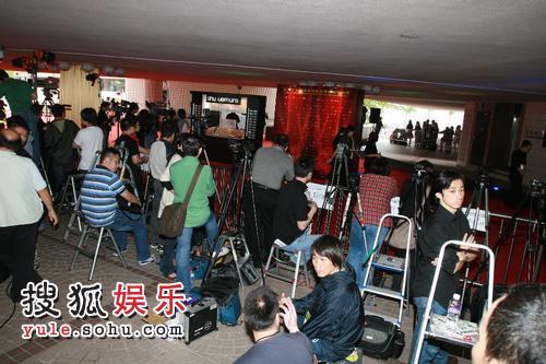 图:第27届香港金像奖-红毯花絮 现场媒体就位