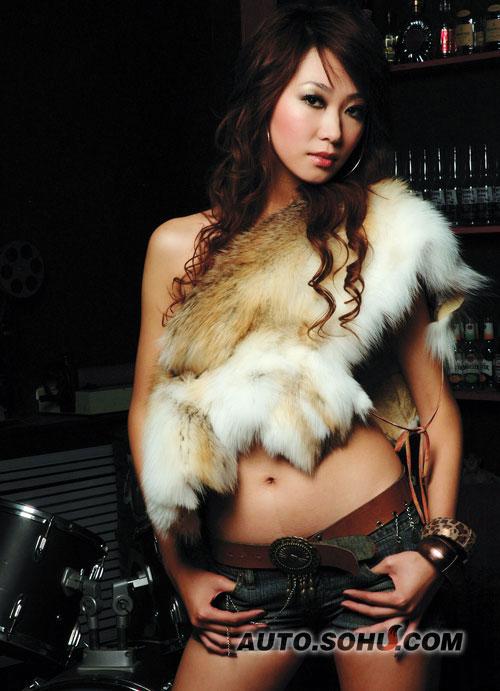 2008北京车展华晨车模王佳