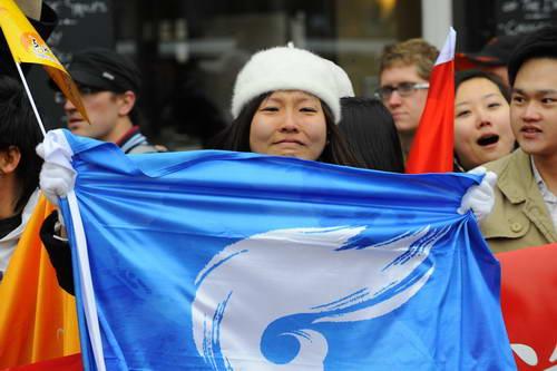 感动伦敦的中国女孩:那一刻她为圣火激动落泪