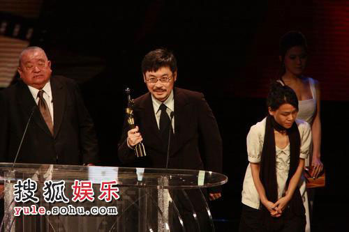 图:27届香港金像奖现场-王天林、王晶父子