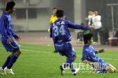 图文:[中超]河南2-0长春 张璐庆祝进球