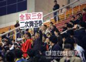图文:[中超]河南2-0长春 河南球迷标语助威