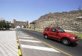 图文:马斯喀特印象――汽车驶过马斯喀特之门