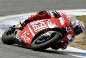图文:MotoGP葡萄牙站正赛 斯托纳贴地过弯