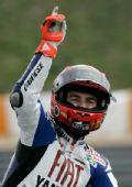 图文:MotoGP葡萄牙站正赛 夺冠洛伦佐激动庆祝