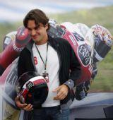 图文:MotoGP葡萄牙站正赛 费德勒也想玩赛车