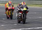 图文:MotoGP葡萄牙站正赛 科斯率先冲过终点