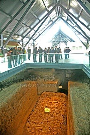 鸿山遗址博物馆邱承墩考古现场展示。(陈大春摄)
