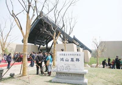 鸿山遗址博物馆、吴文化博物馆外景。(陈大春摄)