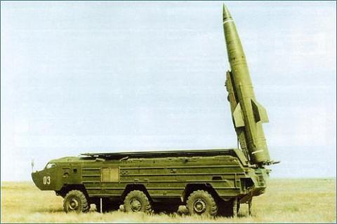 处于发射状态的KN-02短程弹道导弹