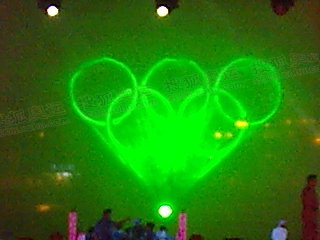舞台灯射出奥运五环