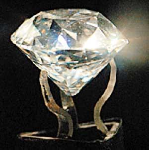 阿里·汗把187.75克拉的雅各布钻石当书镇。