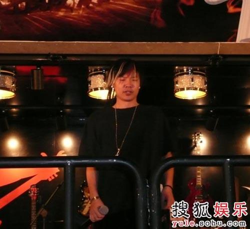 邀请上海最牛的Raper秋泽助阵演出