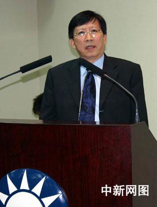 刘兆玄在国民党中常会上就经贸问题作演讲。