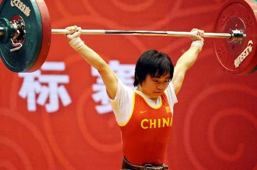 图文:女举奥运选拔赛开幕 上海张晓煜53公斤级