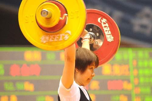 图文:女举奥运选拔赛开幕 黑龙江金玲53公斤级