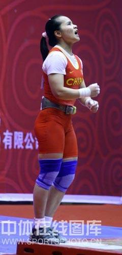 图文:2008全国女子举重锦标赛 陈燮霞夺得首金