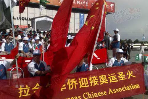 华人欢迎奥运圣火到来