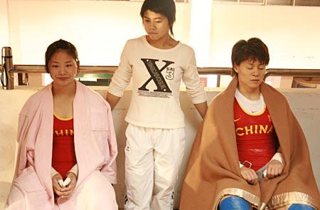 58公斤级解放军选手吴小慧和山东刘霞