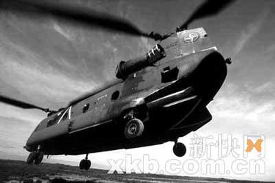 """威廉拿来当""""的士""""开的就是这类型的""""切努克""""直升机。"""