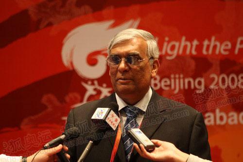 巴基斯坦奥委会主席哈桑接受中国记者采访