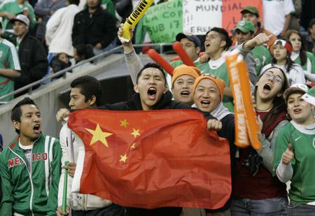 图文:[热身赛]国足0-1墨西哥 万绿丛中一点红