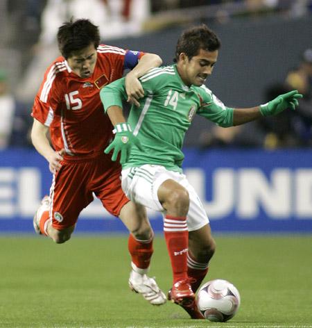 图文:[热身赛]国足0-1墨西哥 肇俊哲回追