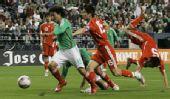 图文:[热身赛]国足0-1墨西哥 王霄轰然倒地