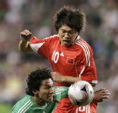 图文:[热身赛]国足0-1墨西哥 陆峰身披10号战袍