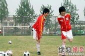 BOBO组合大秀球技 演绎别样双城记忆―04