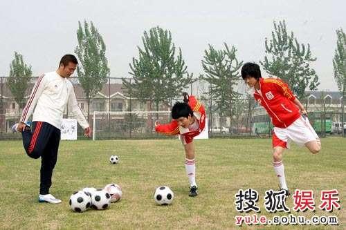 BOBO组合大秀球技 演绎别样双城记忆—16