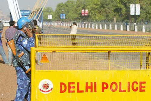 组图:火炬即将在新德里传递 工作人员准备就绪