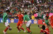 图文:[热身赛]国足0-1墨西哥 中国队进攻