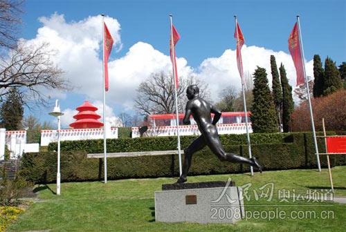 龙行天下车队看到公园内充满北京奥运会的气氛