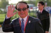 图文:北京奥组委执行副主席蒋效愚向记者招手